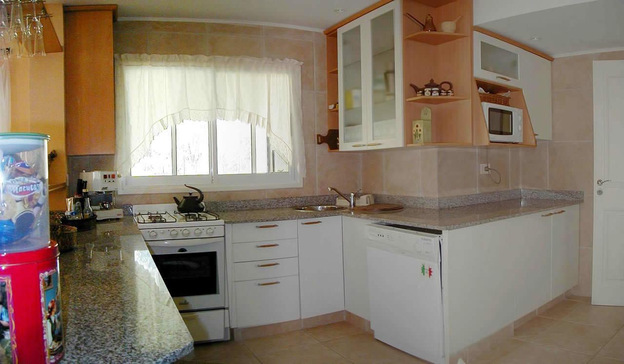 Construcci n de vivienda personal en los cardales country for Unir cocina y lavadero